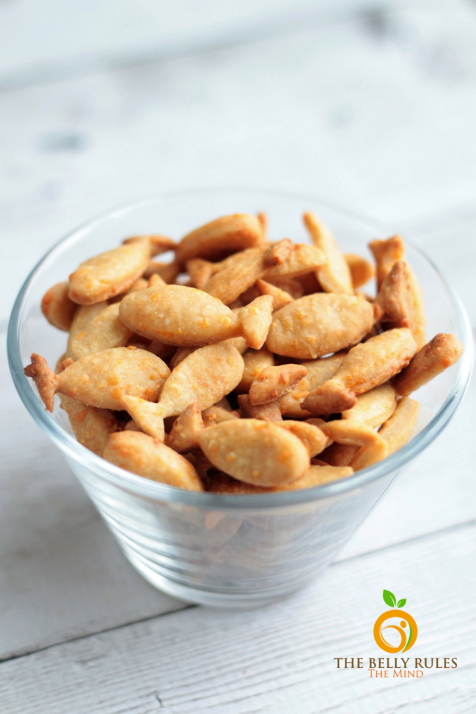 5 ingredient homemade goldfish cracker recipe by thebellyrulesthemind.net