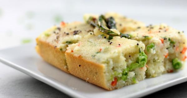 Vegetable Dhokla / Baked Vegetabe Semolina Squares
