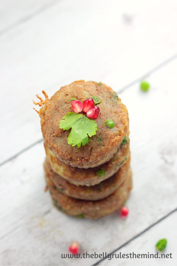 Samosa breakfast snack chaat muffin