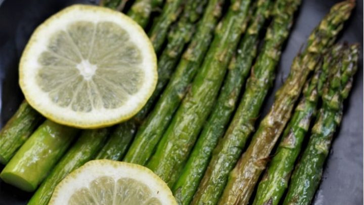 Air Fryer Asparagus on a plate